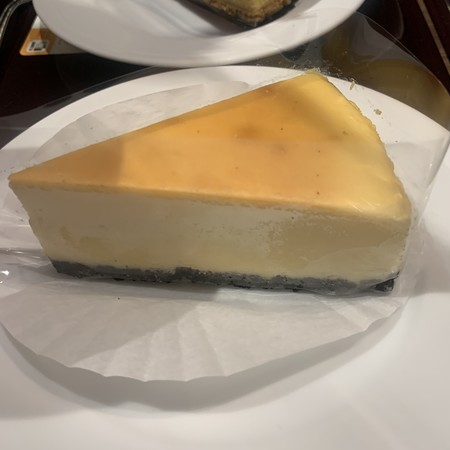 Gently flavored cheesecake