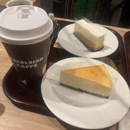 Coffee and cheesecake.