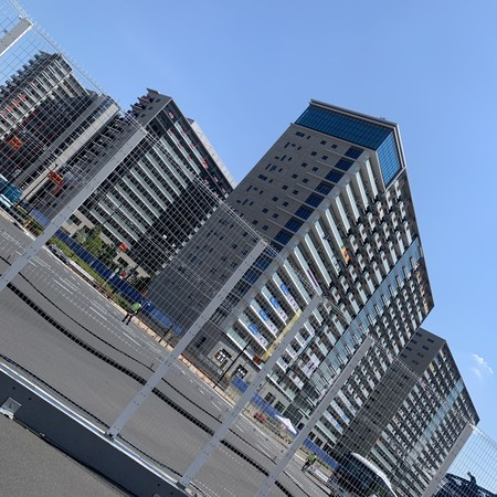 While wandering around, I came to the athletes' village in Harumi.