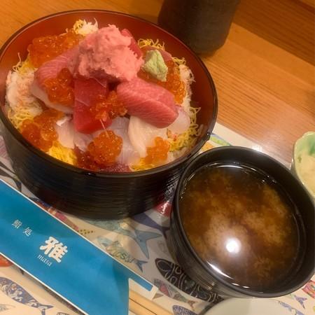 One of the lunch menus, Barachirashi (2000 yen)