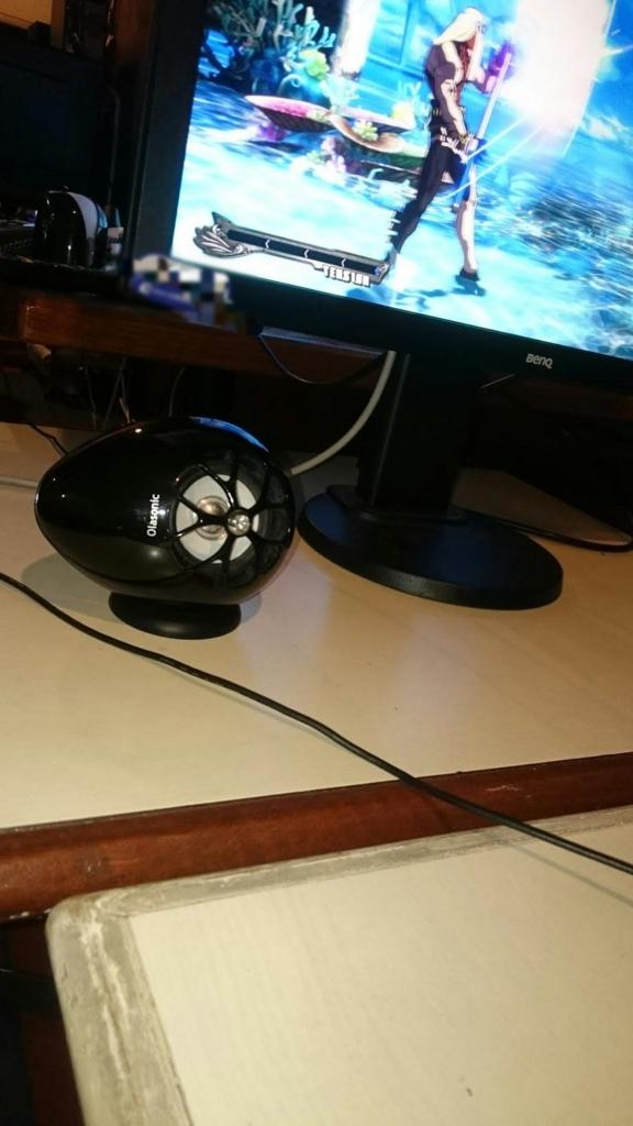 ゲーミングモニターの下に配置したTW-D7OPT