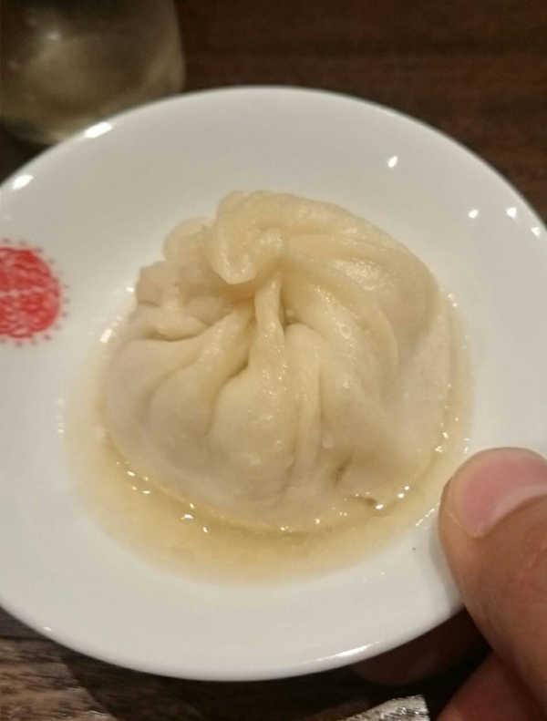 上海湯包小館の小籠大湯包のスープ