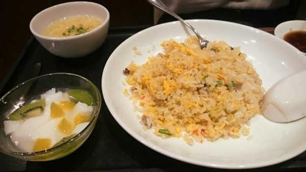 上海湯包小館の炒飯セット
