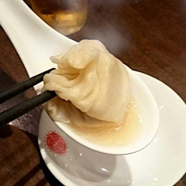 スープたっぷりな上海湯包小館の小籠包の肉汁