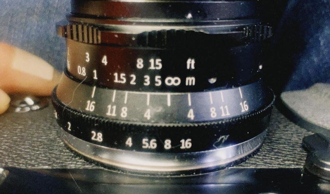7artisans 35mm F1.2 目測ピント目盛り