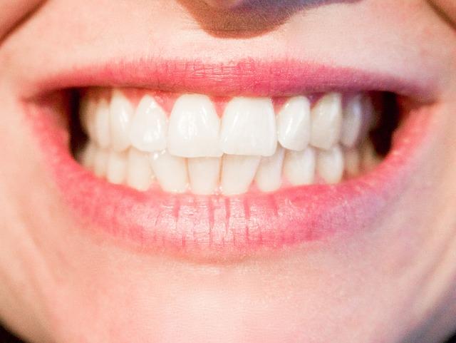 歯並びのよい女性