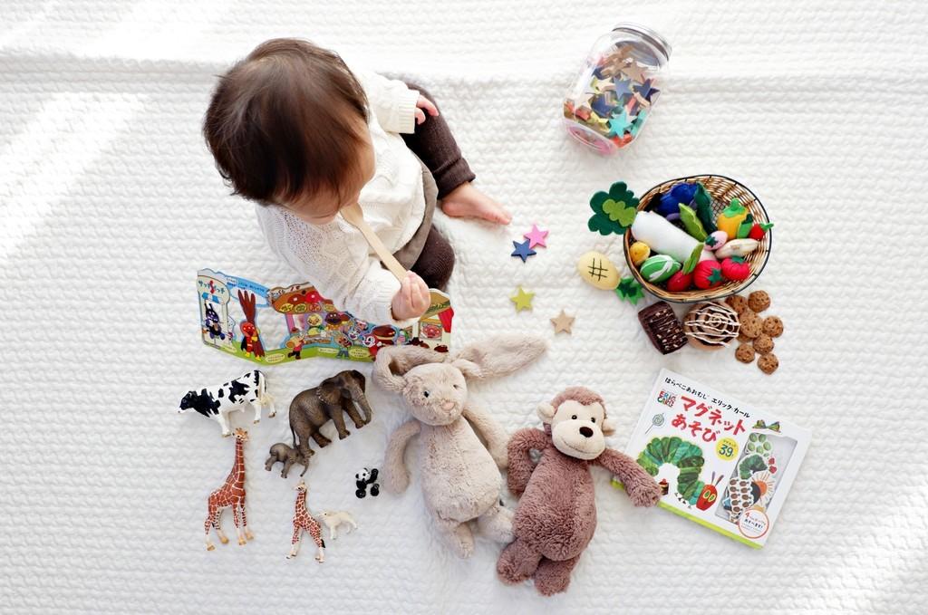 男の子息子の2歳の誕生日クリスマスプレゼント