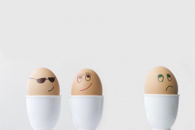 顔を書いた3つの卵たち
