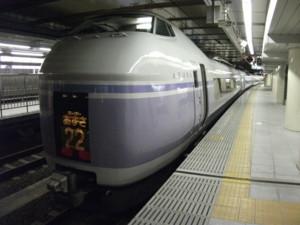 E351系、スーパーあずさ、新宿駅