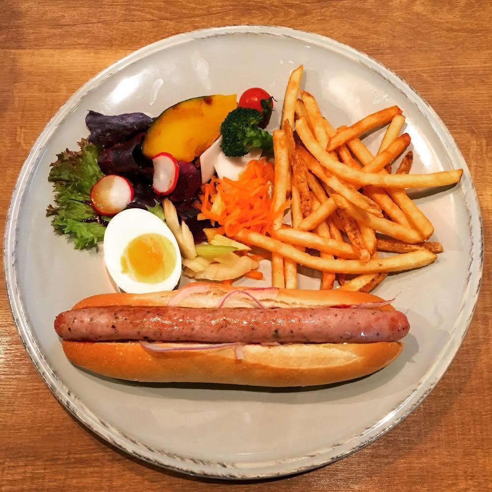 北海道産小麦のホットドッグ チューリンガーのランチプレート