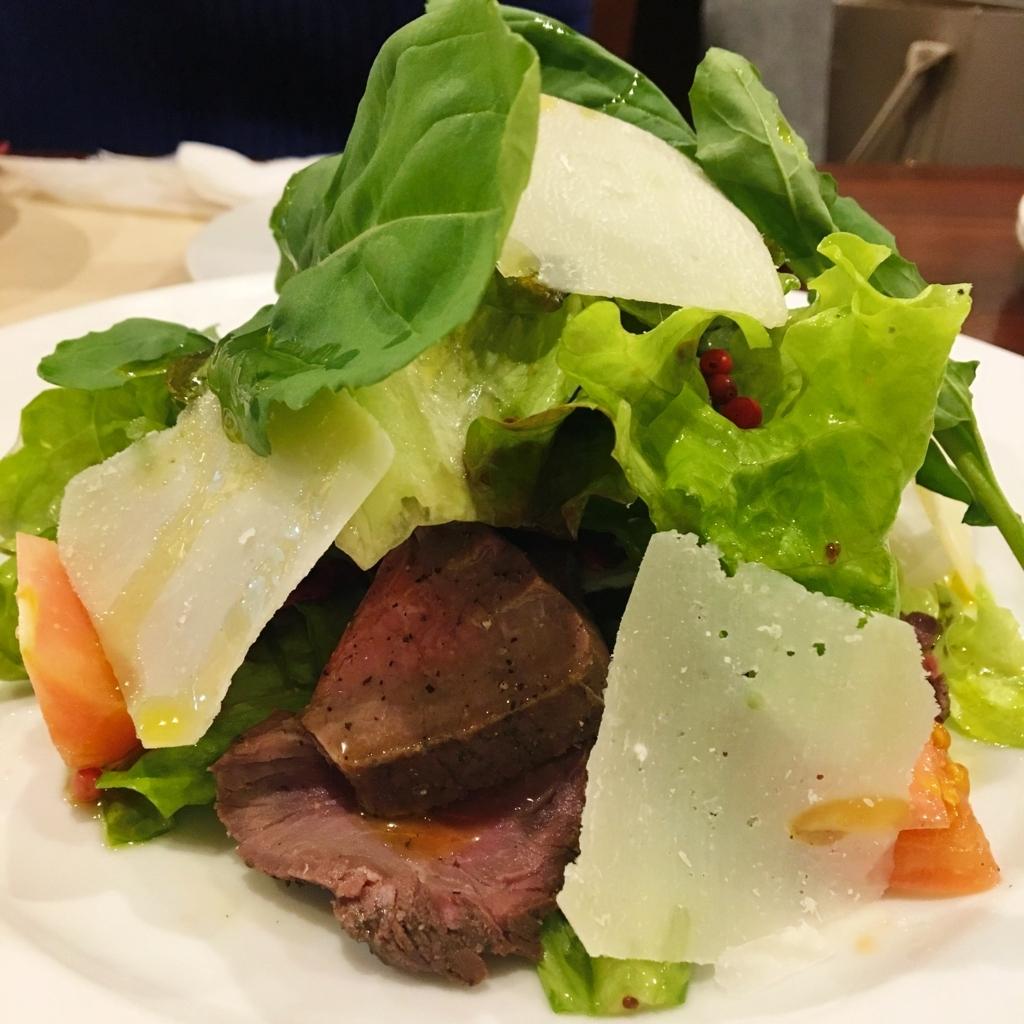 お肉とチーズのサラダ