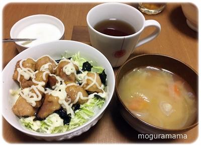 鶏マヨ丼とお味噌汁