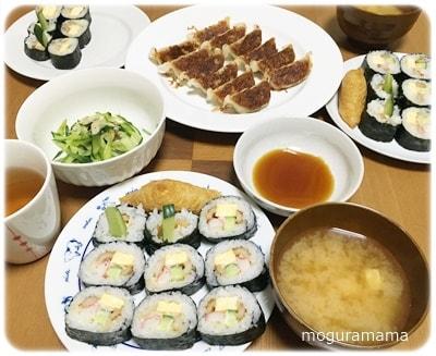 巻き寿司と冷凍餃子の晩ごはん