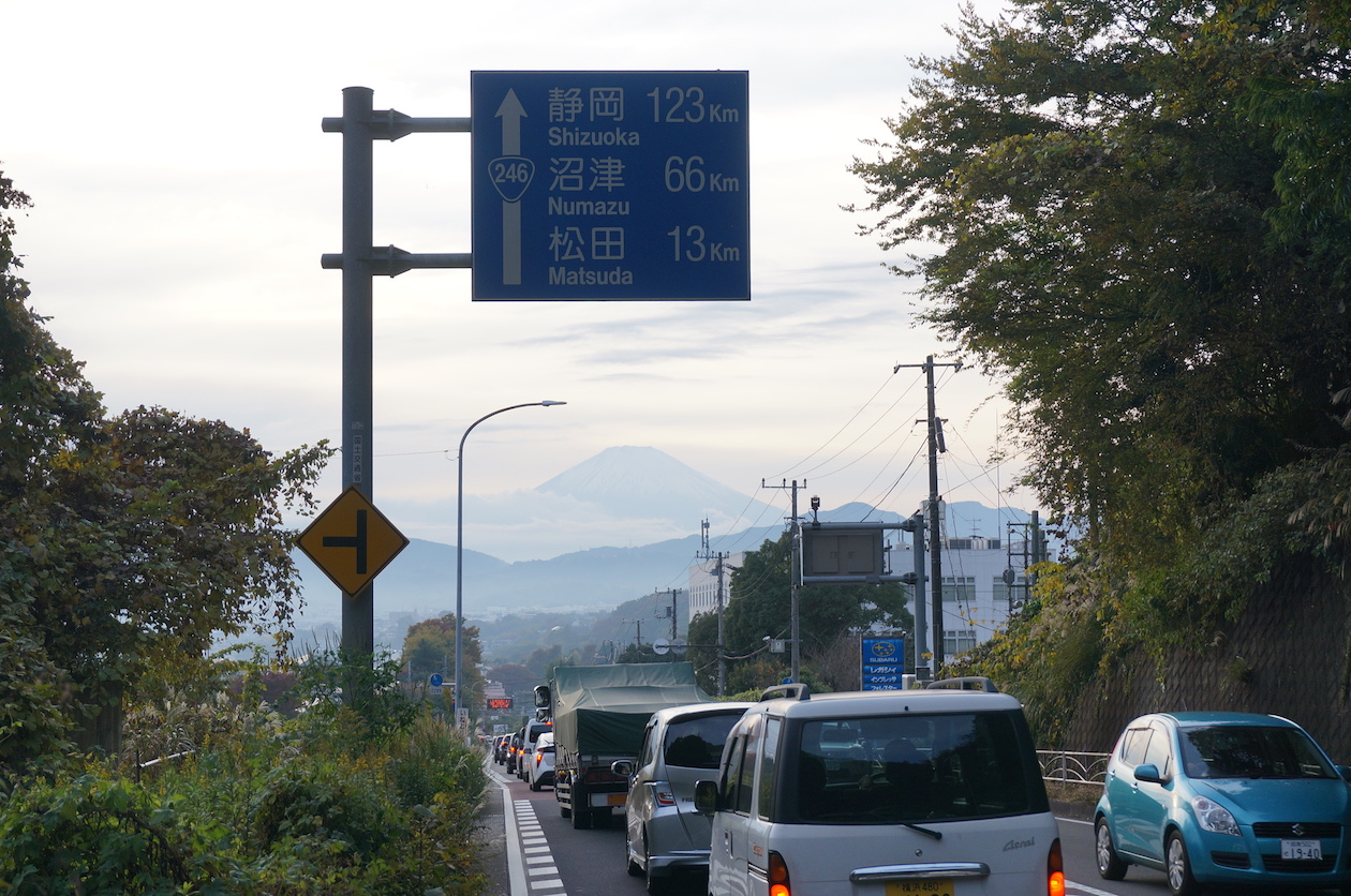 トンネルを抜けた先に富士山。