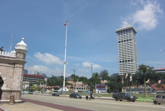 ムスデカ・スクエア(Merdeka Square) 独立広場 世界一の掲揚塔