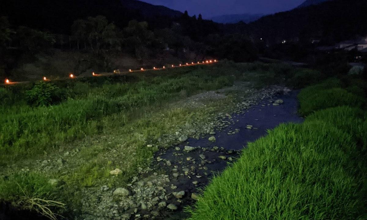 とき川の小物屋さんの前。夜の都幾川上流。