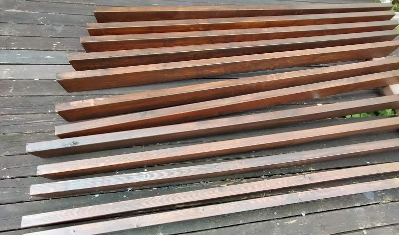 ウッドデッキの修理。木材の塗装。