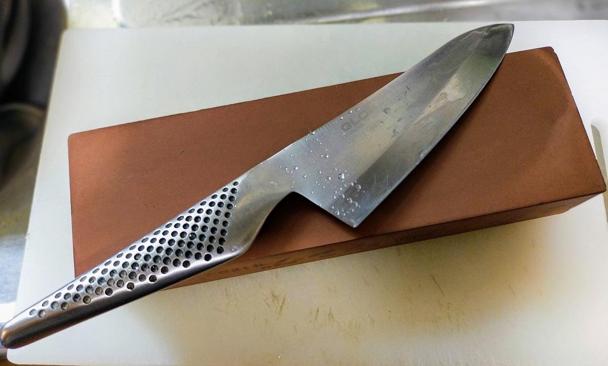 グローバルGS-4小出刃 と キング砥石