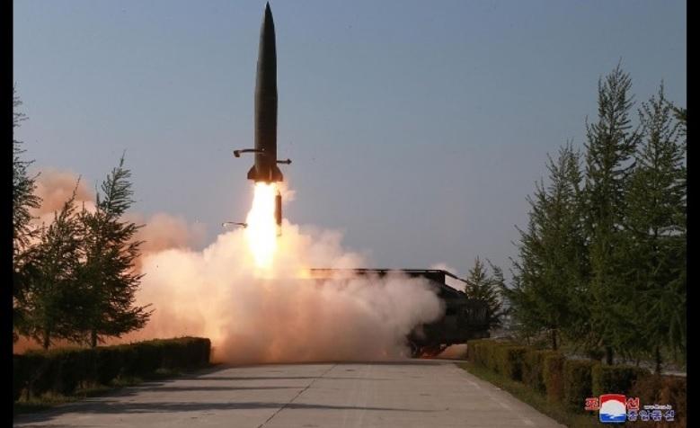 北朝鮮ミサイル/画像出典:NHK NEWS WEB