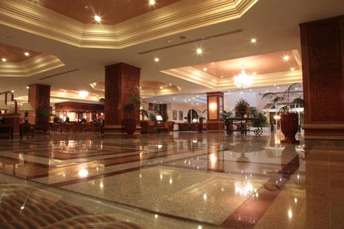 ホテルのロビーで待ち合わせ