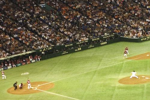 球場に入って野球観戦