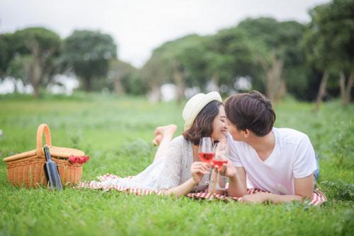 結婚相談所でキス
