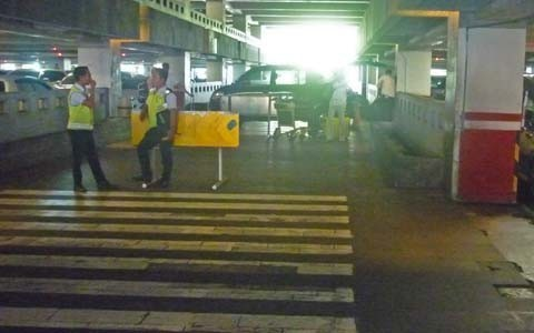 空港駐車場の中の写真