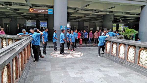デンパサール空港エアポートタクシーの客引き