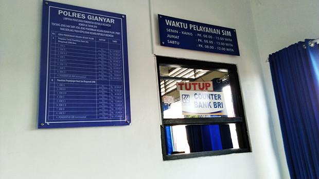銀行窓口の写真