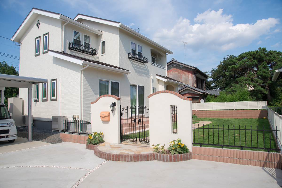 家を売るか、貸すか。