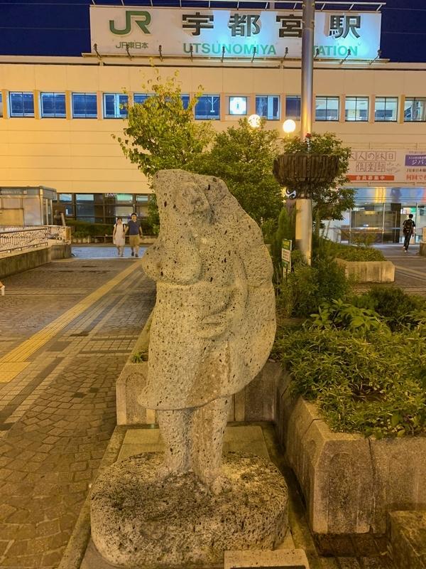 宇都宮駅 餃子の像