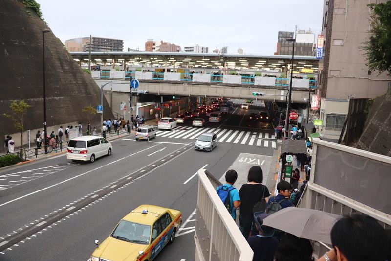 西日暮里駅歩道橋