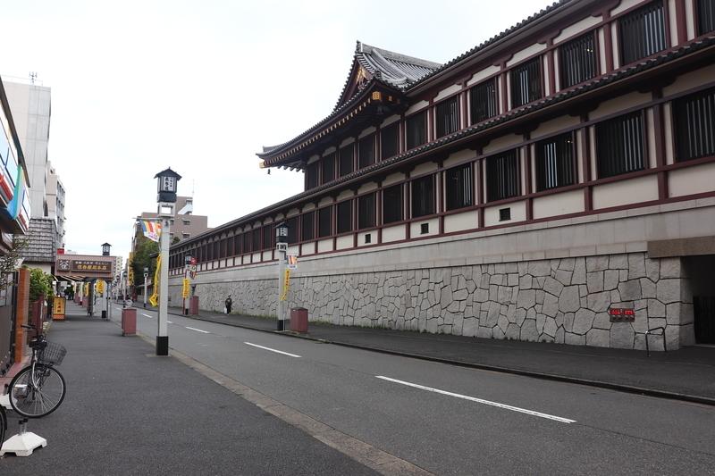 川崎大師の壁