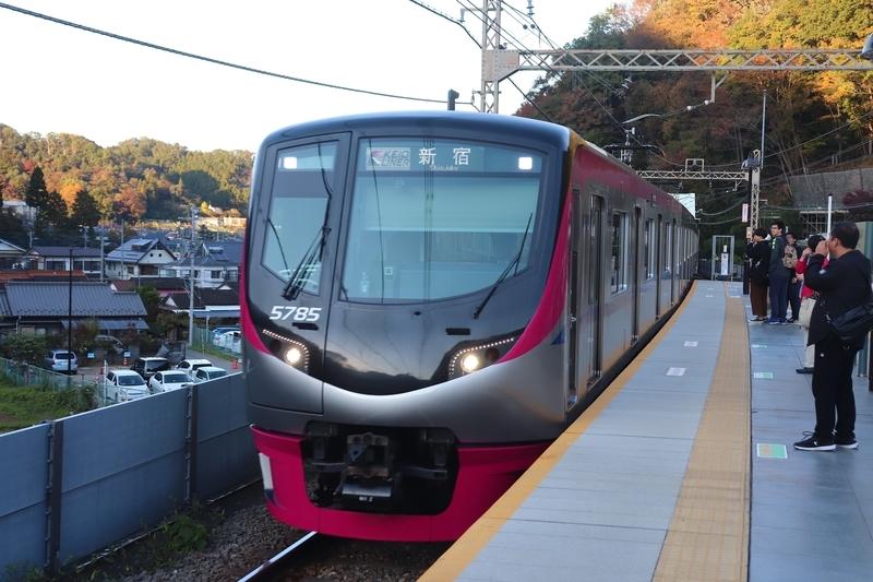 京王ライナー 高尾山口駅