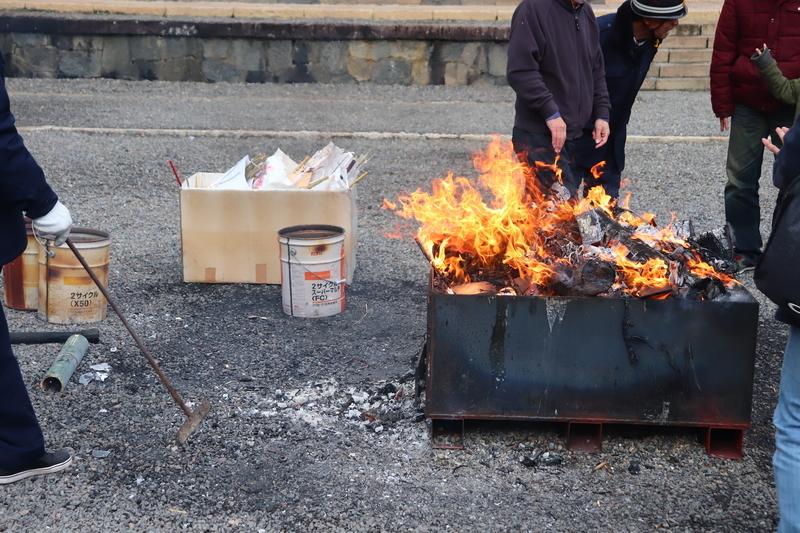 南宮大社 焚き火