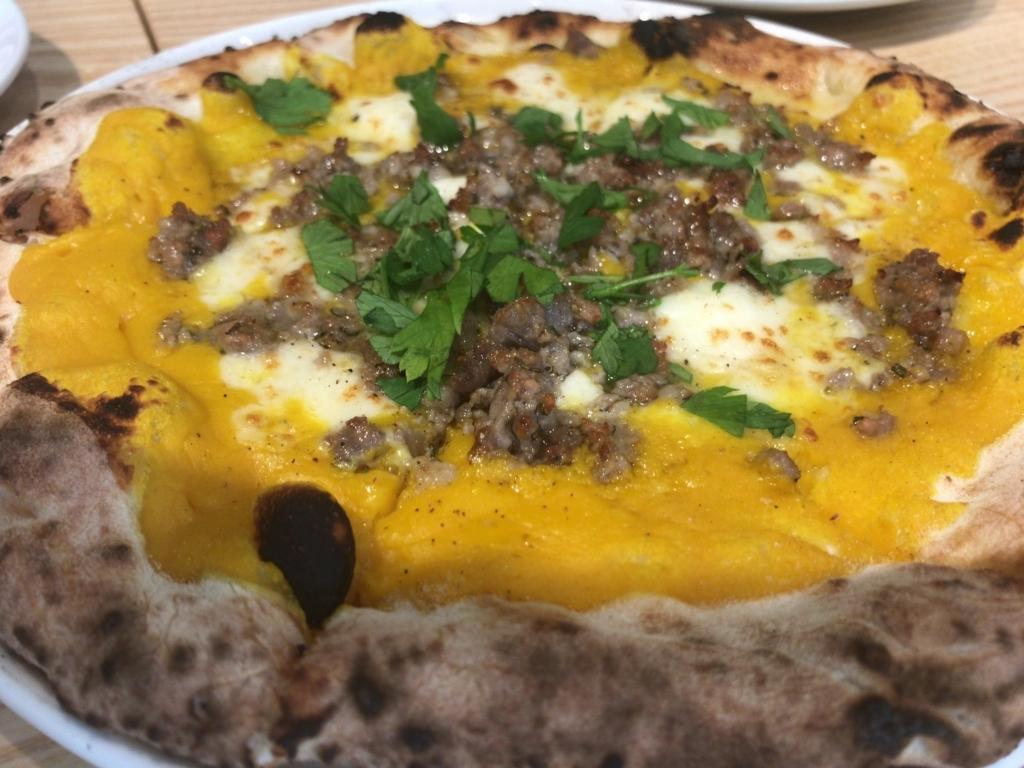 ピッツェリア クエルチャのかぼちゃのピザ