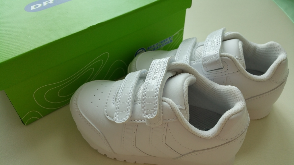 香港 Dr.Kong ドクターコン 幼稚園 白い靴