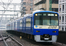 2100形 ブルースカイトレイン 京急鶴見駅