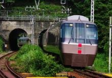 小田急線 ロマンスカー 渋沢第8踏切 渋沢 新松田 EXE 30000形