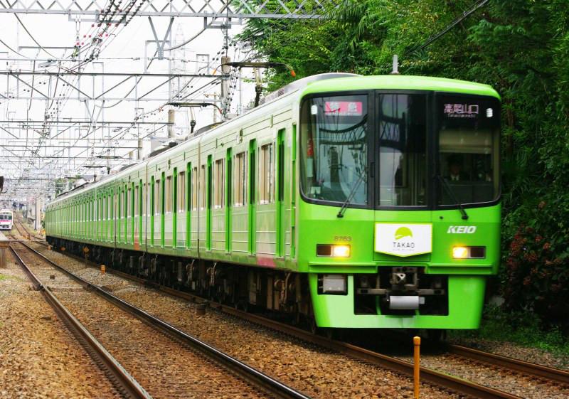 京王電鉄 柴崎 国領 京王線 8000系 高尾山ラッピング電車 グリーン車 復刻カラー シリウスの線路際のロマンを求めて
