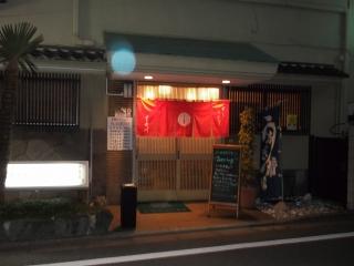 都営大江戸線の練馬春日町駅を最寄駅とする東京都練馬区春日町4丁目にある長谷川寿司の脇からの出入口です