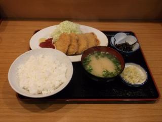 東京都足立区一ツ家3丁目にある食堂「三岩食堂」ヒレカツ定食
