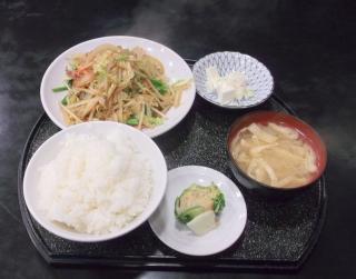 萬来軒、六町駅近くの中華料理店の野菜炒め定食