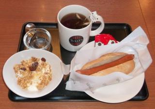 埼玉県所沢市小手指町1丁目にあるカフェ「TULLY'S COFFEE タリーズコーヒー 小手指店」ポールパークドックプレーンセット