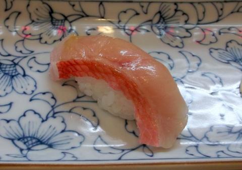 せんげん台駅東口千間台東にある寿司店登喜寿司の金目鯛