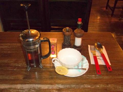 東急東横線と東急目黒線の元住吉駅近くの神奈川県川崎市中原区 木月2丁目にある喫茶店いーはとーぶのホットレモンティー
