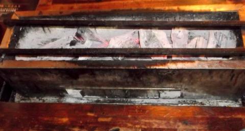 西武池袋線石神井公園駅近く東京都練馬区石神井町2丁目にある自分で焼ける焼ける焼鳥店スマイリー城の焼き台
