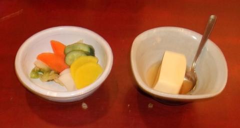 新宿うな鐵のお新香と玉子豆腐
