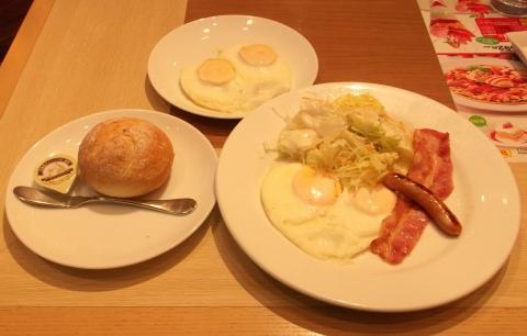 デニーズDenny's大泉学園店のデニーズモーニング ベースドエッグ 卵2個を同様の焼き方で追加
