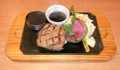 ビッグボーイ加平店の厚切りサーロインステーキと春野菜のグリル